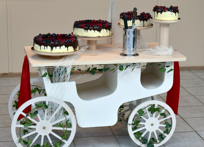 No. 101 -Hochzeitstorte auf Kutsche